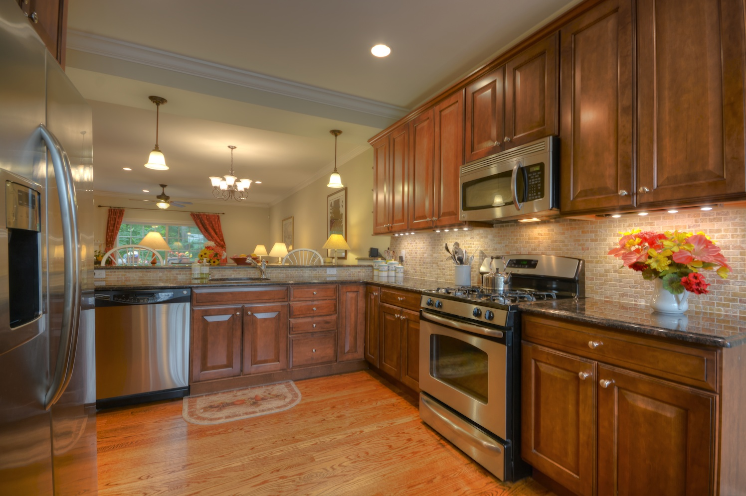 Kitchen Cabinets Westchester Ny Almost New Townhouse For Sale In Country Villas At